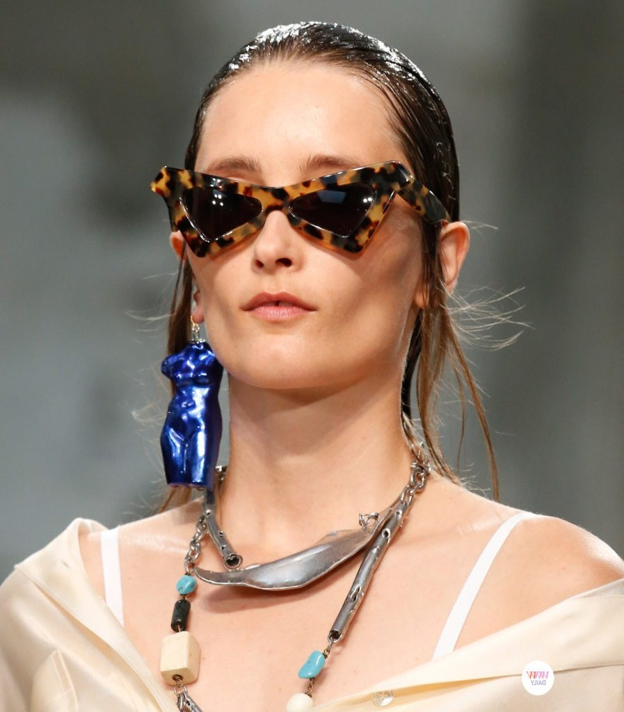 Треугольные солнечные очки
