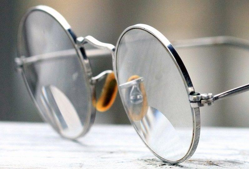 Кто и когда придумал очки