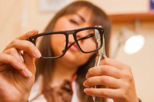 Ремонт оправы очков своими руками в домашних условиях